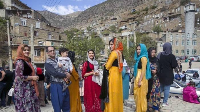 Les vêtements traditionnels des femmes kurdes iraniennes