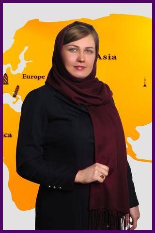 Elina Montaseri